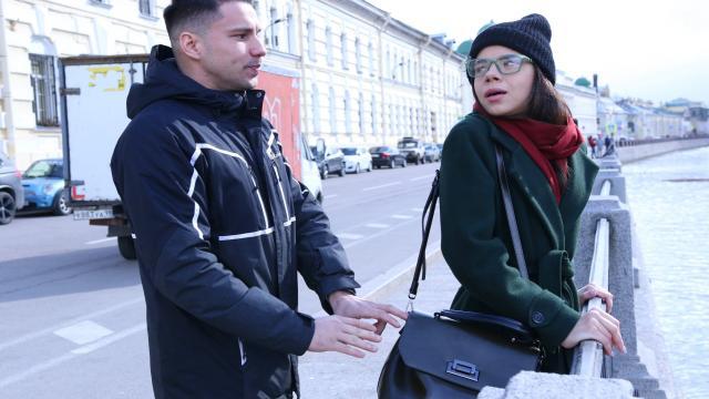 Лысый шалун ебет учительницу после пар в небольшом кабинете